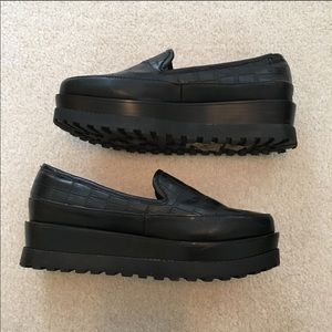 Forever 21 wedge creeper loafers black